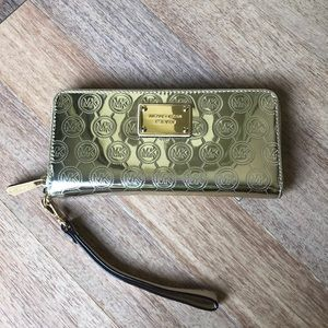 Michael Kors • Gold Wallet with Wrist-strap